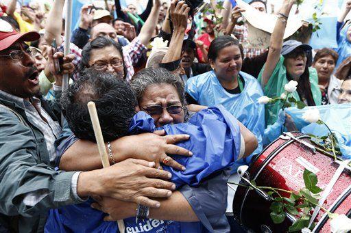 Juez ordena arraigo de presidente de Guatemala