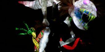 Disfrutan en Saltillo espectáculo de alebrijes gigantes iluminados, en el fiajt