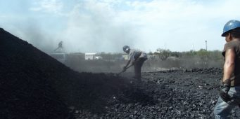 Depura Coahuila padrón de productores de carbón para evitar coyotaje