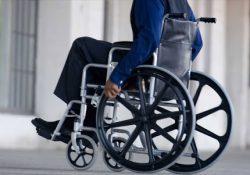 Entrega sillas de ruedas Chema Morales
