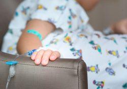 Niños con cáncer reciben medicamentos donados por fundaciones