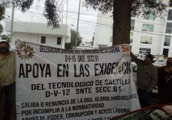 Maestros realizan caravana para pedir cese de directora del Tec Saltillo