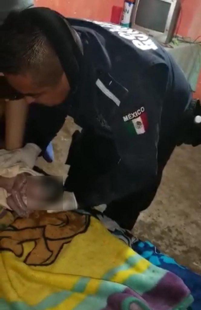 Policías municipales apoyan en parto