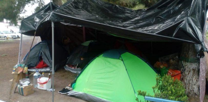 Padres de niños internados en hospital del Niño levantan campamento