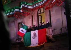 En el grito de  Independencia, rinde homenaje Coahuila a personal médico