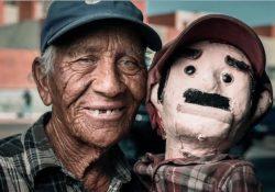 """Junto con su muñeco """"Betito"""" será enterrado Don José Alfaro, ícono de Saltillo"""