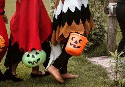 Prohíben fiestas de Halloween y cierran panteones por rebrote de Covid