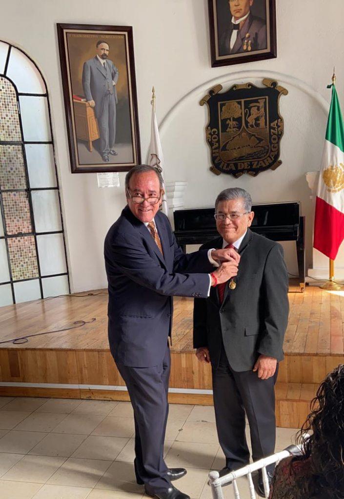 """Recibe Rector de la UAdeC Medalla """"Nazario S. Ortiz Garza"""""""