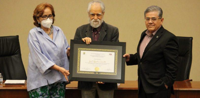 """Rinde UAdeC homenaje al maestro y escritor Saúl Rosales Carrillo, presentan su libro """"Dichos de Sor Juana"""""""