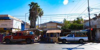 En Torreón supervisan instalación de puestos para el tradicional Mercado Navideño