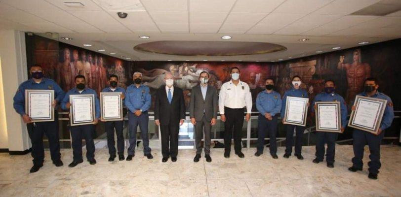 Reconoce alcalde heroica labor de bomberos saltillenses