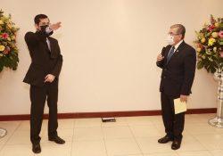 Rector toma protesta a director de la Facultad de Ciencias Químicas