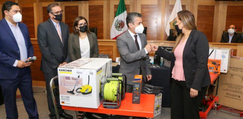 Capacitan y entregan equipo al Archivo Judicial