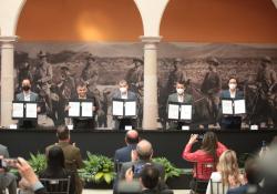 Atestigua Miguel Riquelme firma de convenio entre Congreso de Coahuila y COPARMEX