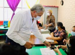 Emite Chema Faustro su voto