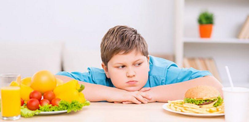 Estudian en la Facultad de Psicología de la UAdeC factores sociales fomentan los problemas alimenticios en niños