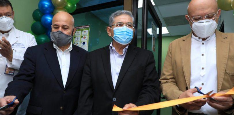 Inaugura rector laboratorios de Quest Diagnostics en el Hospital Universitario de Saltillo