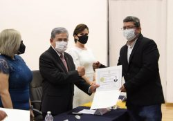 Reciben en FCA Torreón certificados de pregrado, reconocimiento por mejores promedios y diplomas a la tercera generación del doctorado